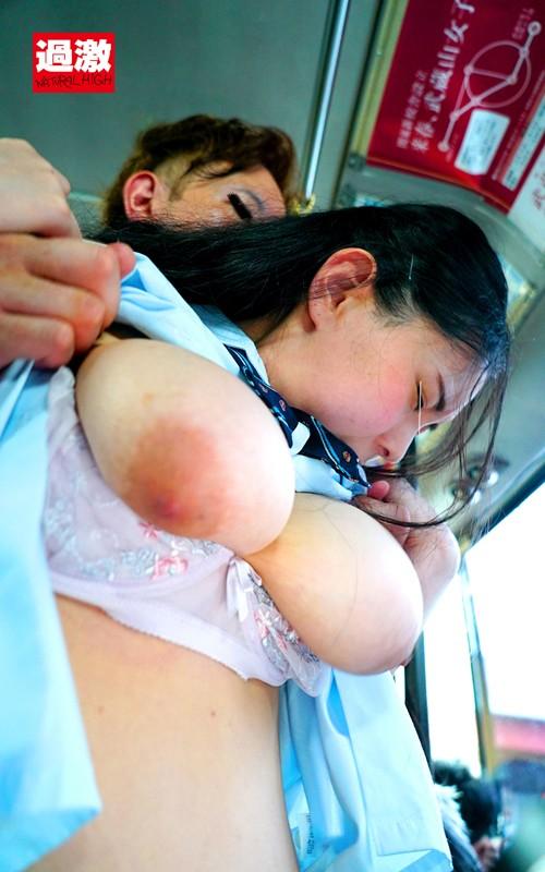 満員バスで背後から制服越しにねっとり乳揉み痴●され腰をクネらせ感じまくる巨乳女子○生11 サンプル画像 6
