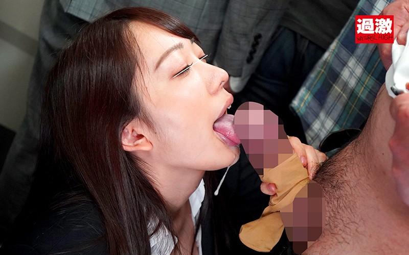 唾液ダラダラ接吻痴● 清楚に見えて濃厚な密着ベロキスでオヤジを虜にする痴女子大生 画像9