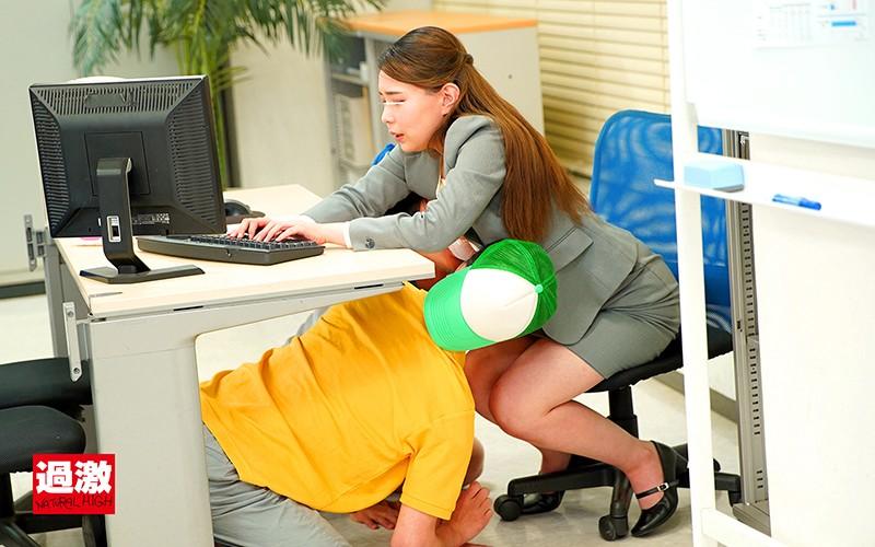 上司の息子の悪ガキ2人に両乳首をデスクの下で舐め上げられ仕事中にイカされる巨乳OL4