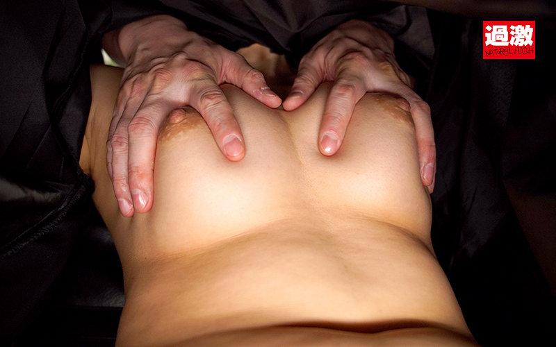 美容室でケープの中を全裸にされカット中に何度もこっそりイキさせられる敏感女