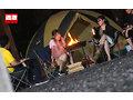 キャンプ場でリモバイを入れられホットパンツから滴るほど失禁イキしてしまう美脚ギャル