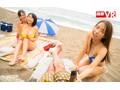 【VR】真夏のビーチで出会った日焼け巨乳娘3人と密着乱交中出...sample3