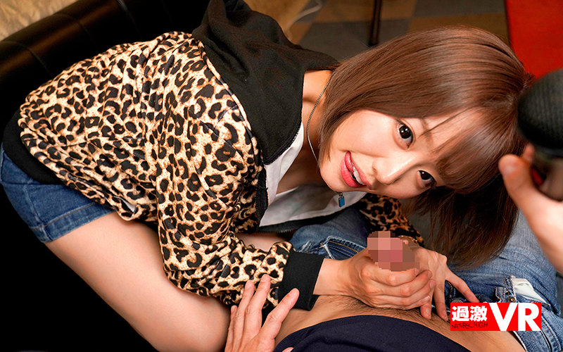 【VR】超リアルカラオケVR 久しぶりのデートで発情した浜崎真緒とラブラブ店内セックスしちゃった!? 画像7