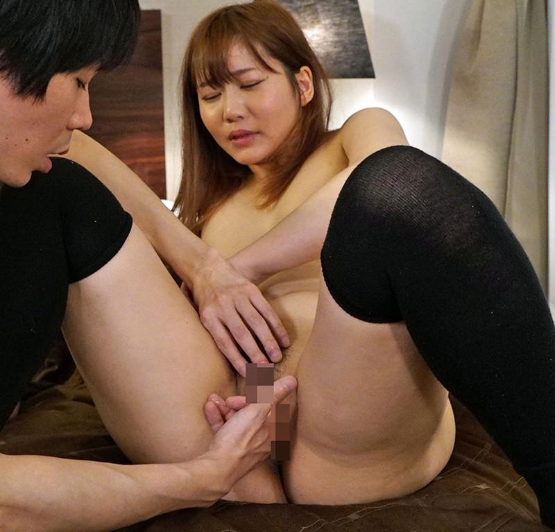 女友達の彼氏をパンチラ誘惑してハメまくる小悪魔・ゆり 篠宮ゆり 8枚目