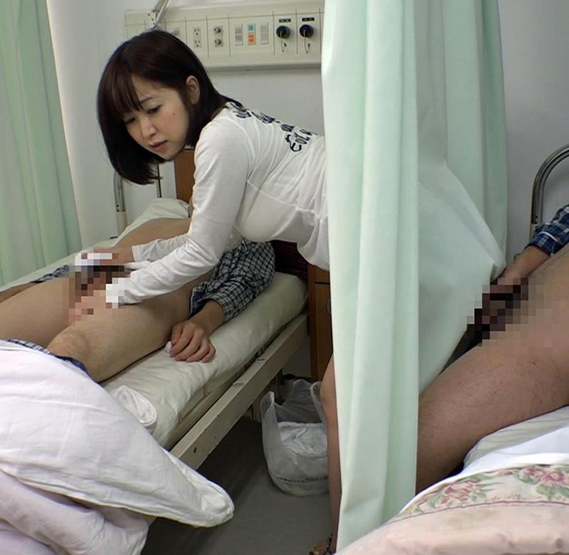 お見舞いに来てるミニスカ娘の無防備なパンチラ!彼氏が寝てる横で他の患者とヤッちゃった/篠田ゆう 画像14