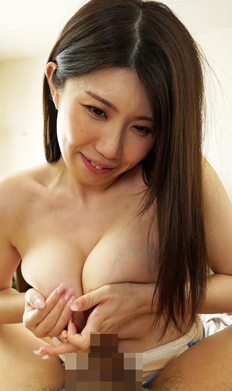 夫とセックスレスで巨乳を持て余した人妻は義父をパンチラや胸チラで誘惑!爆乳嫁・あづささん 谷あづさ 画像7