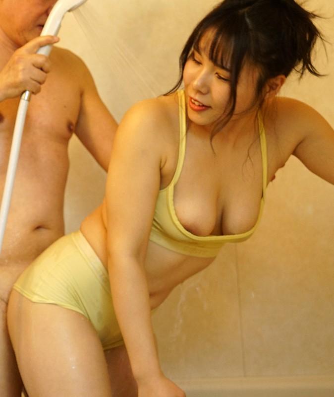 夫とセックスレスで巨乳を持て余した人妻は義父をパンチラや胸チラで誘惑!淫乱痴嫁・愛菜さん 永瀬愛菜 画像4