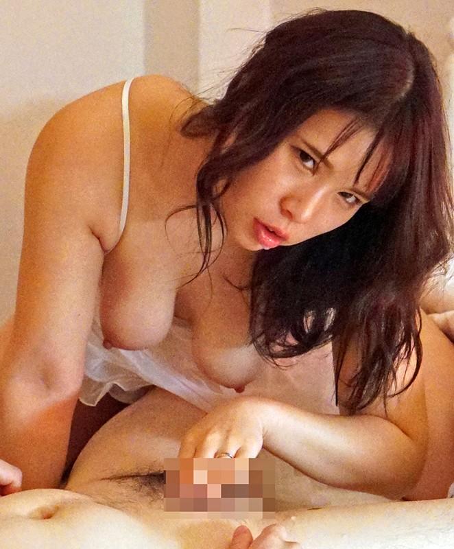 夫とセックスレスで巨乳を持て余した人妻は義父をパンチラや胸チラで誘惑!淫乱痴嫁・愛菜さん 永瀬愛菜 画像8