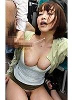 満員バスで買い物帰りの巨乳人妻に密着して勃起チ○ポでミニスカめくり上げHな気分にさせ、その場で挿入しちゃった / ゆうさん 篠田ゆう