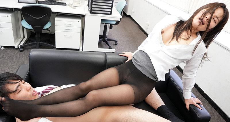 黒パンストOLのプリ尻に誘われて休憩時間オフィスで昼間っからパンスト破いてヤッちゃいました 水谷あおい12
