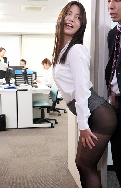 黒パンストOLのプリ尻に誘われて休憩時間オフィスで昼間っからパンスト破いてヤッちゃいました 水谷あおい15