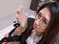 神メガネOL ももこ 眼鏡OLスーツの美脚を包んだ生ナマしいパンストを完全着衣でムレた足裏からつま先を味わい尽くす!時には顔騎や足コキ、時にはお尻にコスってぶっかけとやりたい放題!発情させられた女の変態調教絶頂プレイを楽しむフェチAV 植木翔子