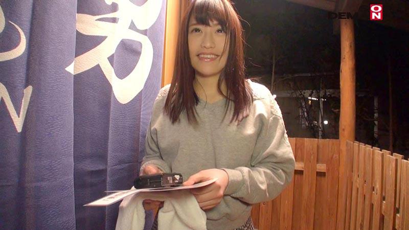 みな(22) 石和温泉で見つけた卒業旅行中の美巨乳女子学生のお嬢さん タオル一枚 男湯入ってみませんか? キャプチャー画像 2枚目