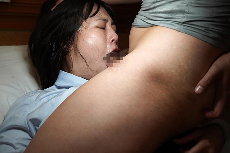 媚薬浣腸でう○ちおもらし。 肛門から直吸収した媚薬が効きすぎて 発情しまくったひよこ女子をそのまま3穴犯す