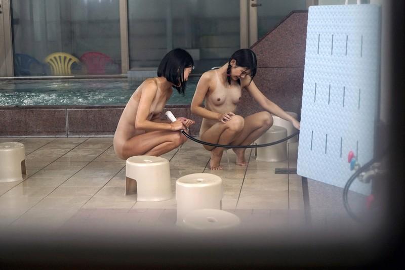 ひよこ1周年記念。「ひと夏の思い出。」銭湯で見つけたくっきり日焼けの天使たちをただ欲望のままに…|無料エロ画像16