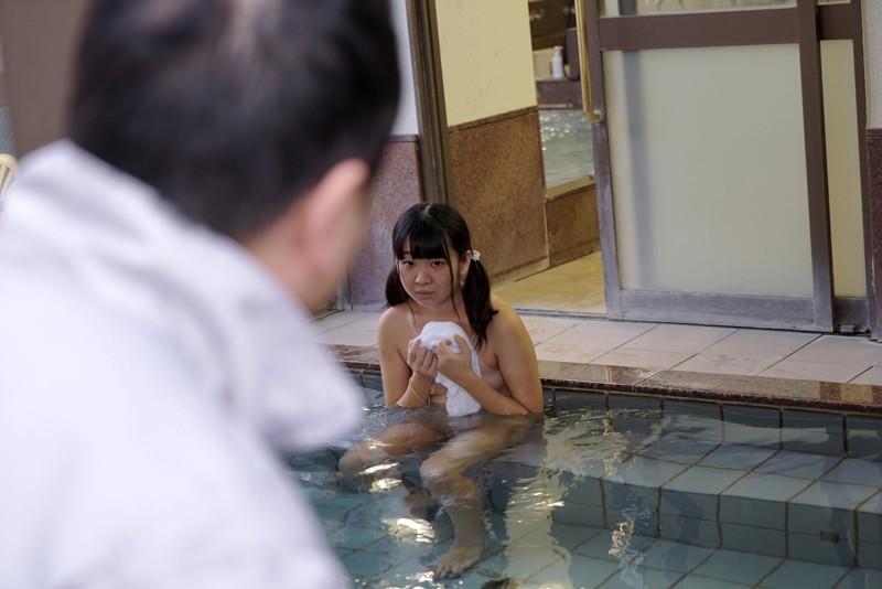 ひよこ1周年記念。「ひと夏の思い出。」銭湯で見つけたくっきり日焼けの天使たちをただ欲望のままに…|無料エロ画像8