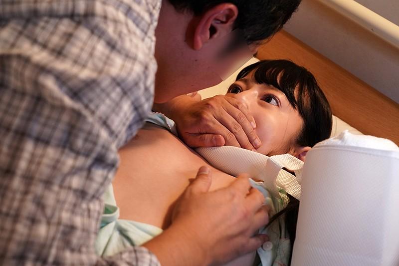 入院したら隣がけなげなひよこ女子。ムラムラが我慢できなくなって小さな体を固定して敏感マ○コの奥(子宮)をガン突きしまくった。|無料エロ画像2