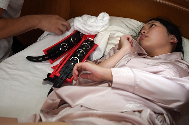入院したら隣がけなげなひよこ女子。ムラムラが我慢できなくなって小さな体を固定して敏感マ○コの奥(子宮)をガン突きしまくった。|無料エロ画像9