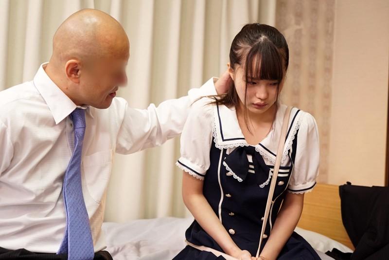 大嫌いな上司の最愛の1人娘を、イラマで喉がばがば奴●にしてやりました。 松本いちか|無料エロ画像11