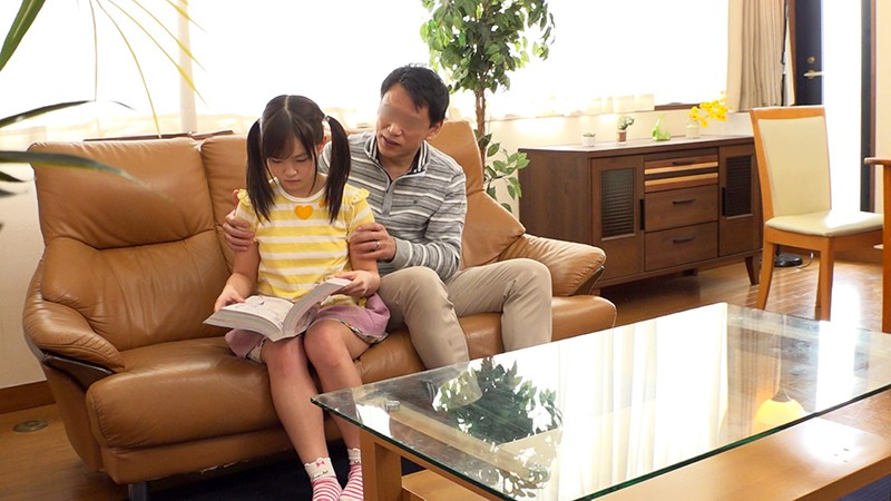「パパの赤ちゃんが欲しいの!」小さすぎる連れ子とパパのいびつな愛の日常、そして中出しへと… 画像1