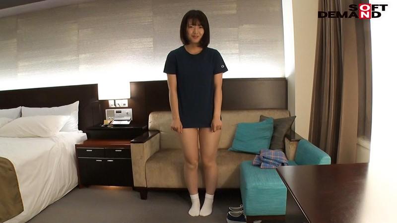 小泉ひなた こう見えて巨乳だよ?奥手な性格なのにむっつりすけべなボインちゃん デビュー前の未公開初SEX 2枚目