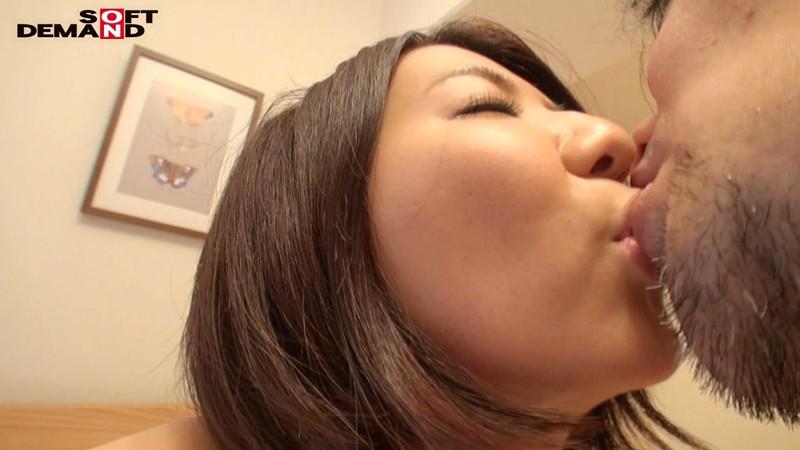我妻澪 スレンダーな敏感ボディ 勃起した乳首がイヤらしい デビュー前の未公開初SEX 1枚目