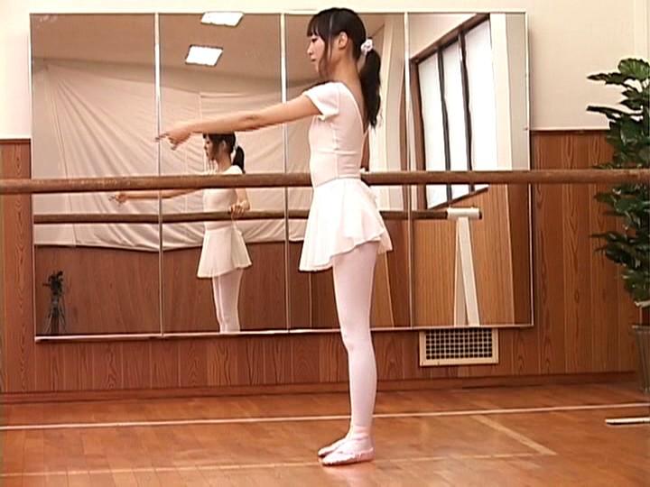 超スレンダー美人バレリーナ 細野彩夏(20歳)脅威のウエスト50cm~日本一細くてかわいいプリマドンナが電撃AVデビュー! 画像7