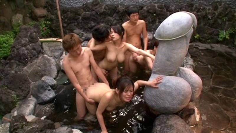 温泉旅館にて、スレンダー美人な巨乳の女性の、中出しフェラ母子相姦エロ動画!【ガチハメ、立ちバック、パイズリ動画】