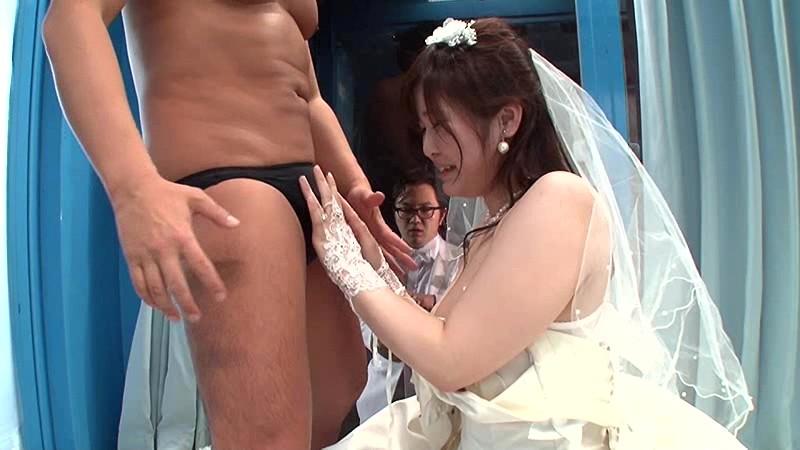マジックミラー号×ジューンブライド花嫁NTR 結婚式をあげた直後でまだウエディングドレス姿の花嫁を新郎よりも早く寝取って孕ませ中出し 15枚目