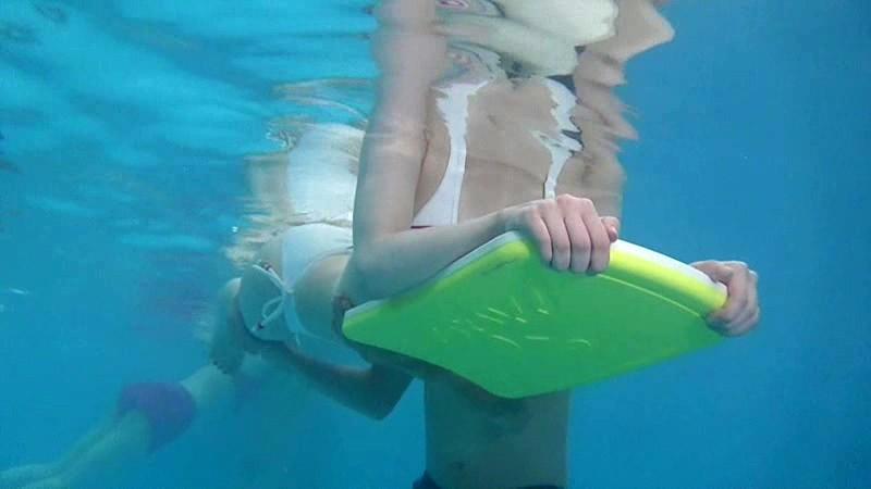 母親と息子が水中でこっそり近親相姦ゲームサンプルF2