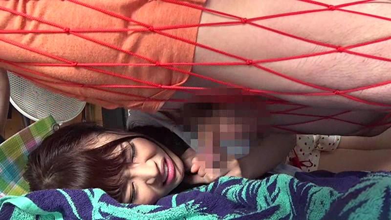 買ったばかりのハンモックで寝ていたノーブラ巨乳姉のおっぱいがトコロテン状態! サンプル画像 10