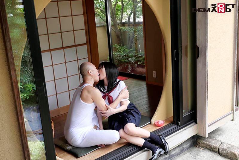 真夏に中年オヤジと、濃密液狂い接吻交尾。 武田エレナ 2枚目