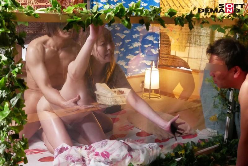 『妻が寝取られる姿を見て大興奮です!そして僕も参戦したい!』旦那の特殊な【妻を寝取らせた後の参加型3P】願望を叶えるべく混浴温泉に招待!人妻は不倫SEXまでしてしまうのか? 画像14