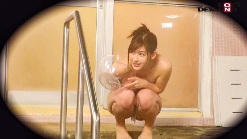 伊豆長岡温泉で見つけた美乳女子大生限定 タオル一枚 男湯入ってみませんか?~特別ミッション「男性客のあそこの湯しずくを全部舐め取ってあげる」で女の子全員のノド奥に暴発射精合計15発SP!!~ の画像15
