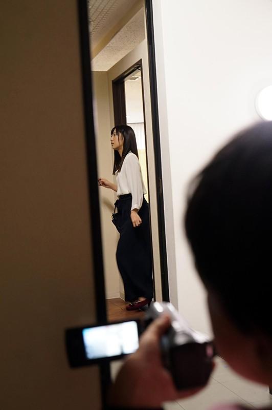 下衆の口説き 新人女優 星奈あいを、AV監督にしくんが口説いて嘘ついて裏でハメ撮り⇒そのままAV化! 2枚目