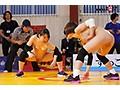筋肉女子のキツキツマ○コによる熾烈なチ○ポの奪い合い 新競技【セックスリング】