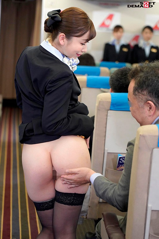 「制服・下着・全裸」でおもてなし またがりオマ○コ航空 11 デカ尻便のサンプル画像