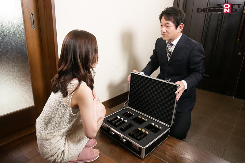 洗脳エナジードリンクを飲んでしまって、完全奴●化になって発情するセレブ人妻 篠田ゆう2