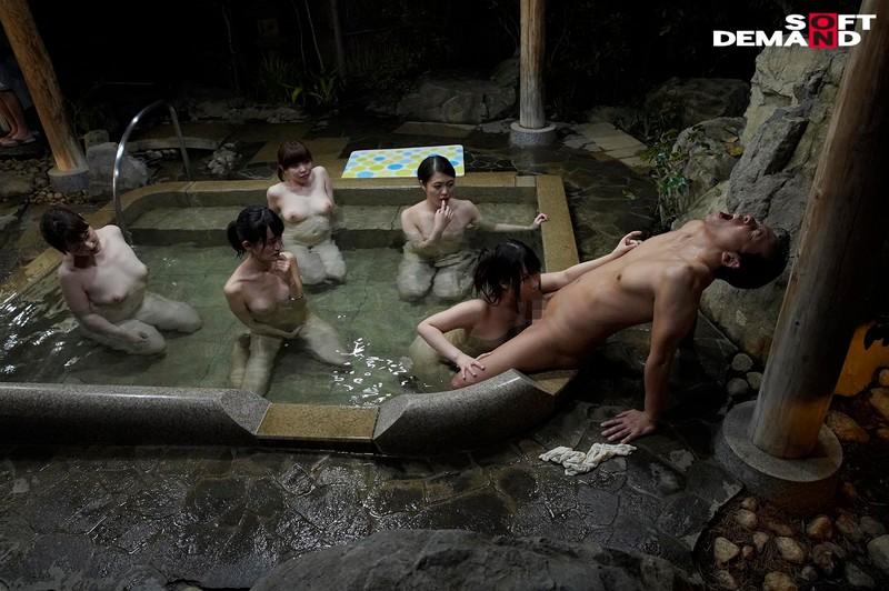 『女湯入ってますよ?』石和温泉で素人男性が男湯だと思ってお風呂に入ろうとしたら女湯だった!AV撮影じゃないところで女優さんたちとSEXしちゃうのかガチドッキリモニタリング!! キャプチャー画像 2枚目