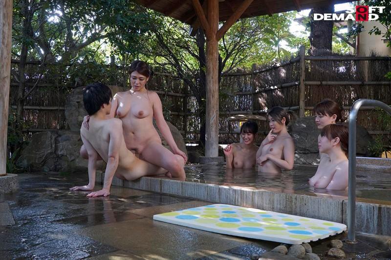 『女湯入ってますよ?』石和温泉で素人男性が男湯だと思ってお風呂に入ろうとしたら女湯だった!AV撮影じゃないところで女優さんたちとSEXしちゃうのかガチドッキリモニタリング!! キャプチャー画像 8枚目