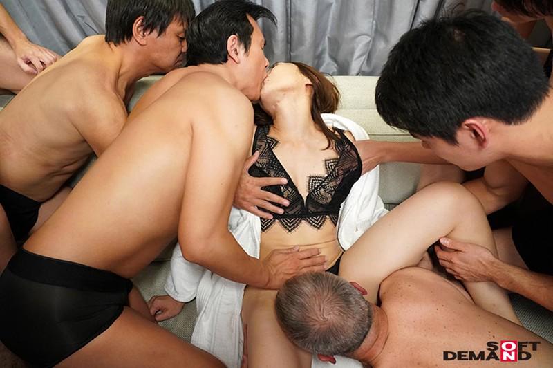 本物夫婦AVデビュー!!旦那の目の前で寝取りセックス!!素人男性に大量ぶっかけ解禁!!! 美鈴さゆき(37歳) 7枚目