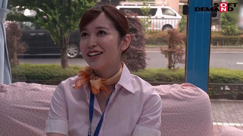 マジックミラー号「童貞くんのオナニーのお手伝いしてくれませんか…」 空港で声を掛けた心優しいCAが童貞くんを赤面筆おろし! あさみ(26才) 国際線 CA歴1年 1枚目