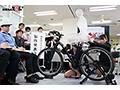 SOD女子社員 噴射式2穴交互挿入アクメ自転車がイクッ! 新車発表会の実験台となりイキまくった、2名の女子社員
