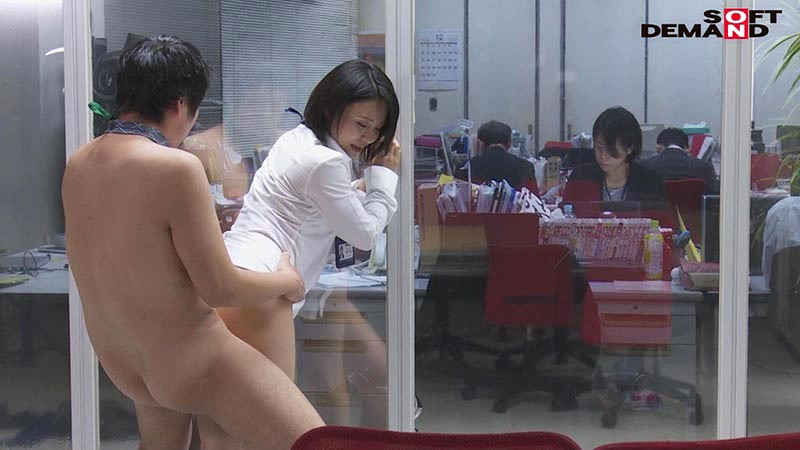 SOD女子社員 若手男子社員にこっそり中出しを求めて社内カップル逆NTRしちゃいました(ハート) 宣伝部中途入社3年目 綾瀬麻衣子 47歳 11枚目