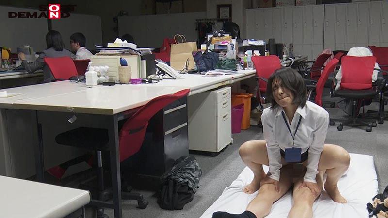 SOD女子社員 若手男子社員にこっそり中出しを求めて社内カップル逆NTRしちゃいました(ハート) 宣伝部中途入社3年目 綾瀬麻衣子 47歳 20枚目