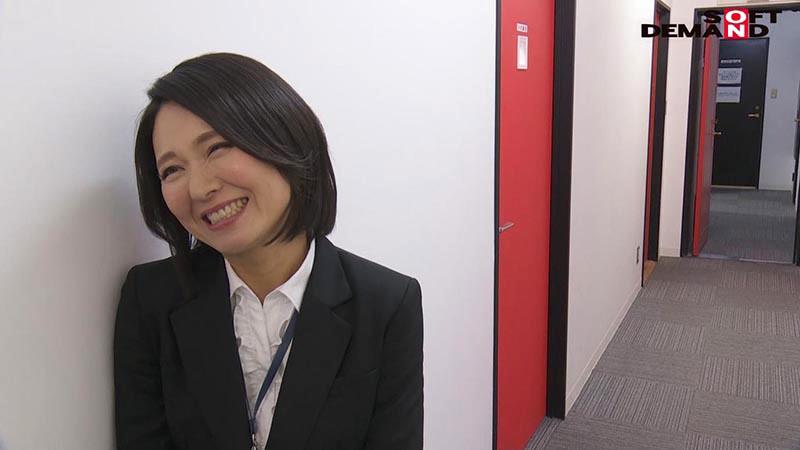 SOD女子社員 若手男子社員にこっそり中出しを求めて社内カップル逆NTRしちゃいました(ハート) 宣伝部中途入社3年目 綾瀬麻衣子 47歳 8枚目