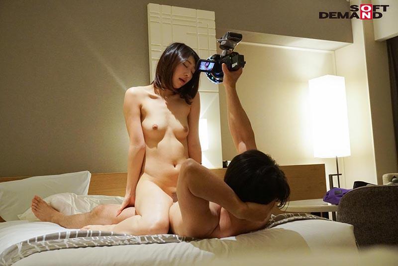 美人スレンダーショートカットな巨乳の女性の、ハメ撮り無料動画。