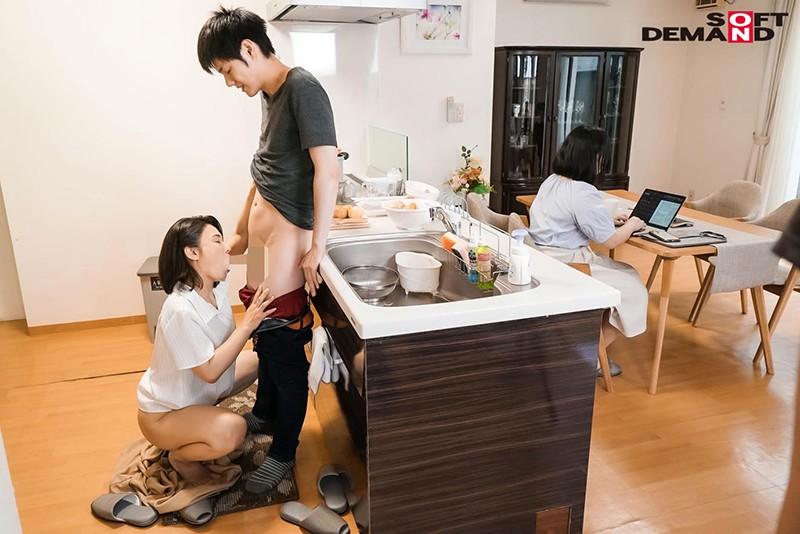 「いいの…中に出して…」義母が20歳年下の娘婿を誘惑中出し淫姦。ずっとがっちり密着SEXで離さない 綾瀬麻衣子