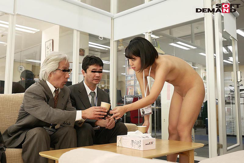 〜社内で全裸は1人だけ〜 インターン生の皆さん全裸でお仕事できますか? SODで働く女子社員にはAV女優さんの気持ちを理解してもらうために羞恥研修を用意! 入社前だけど身体を張って1日お仕事してもらいました♪ SOD女子社員12