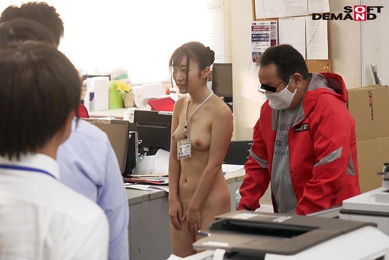 〜社内で全裸は1人だけ〜 インターン生の皆さん全裸でお仕事できますか? SODで働く女子社員にはAV女優さんの気持ちを理解してもらうために羞恥研修を用意! 入社前だけど身体を張って1日お仕事してもらいました♪ SOD女子社員14
